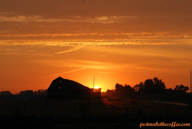 Sunrise_Old_Barn